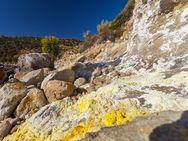 Die Mofetten auf Methana sind ein Zeichen aktiven Vulkanismus, der zur Zeit ruht.