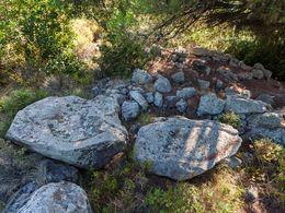 Diese antiken Weinpressen haben der Hochebene den Namen Varkesa gegeben