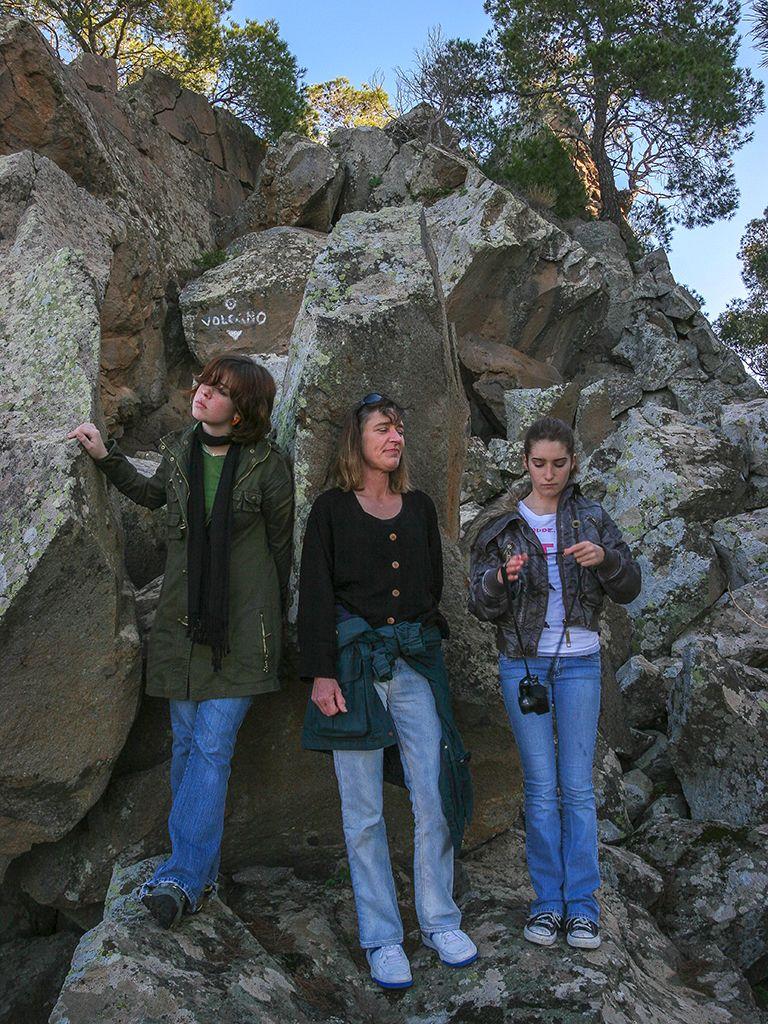 Die kleine, amerikanische Reisegruppe, die im Dezember 2006 Methana und den historischen Vulkan in Kameni Chora besuchte. (c) Tobias Schorr