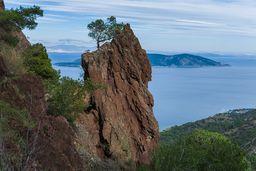 Der wohl am meisten auf Methana fotografierte Felsen. (c) Tobias Schorr