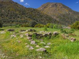Grundmauern eines prähistorischen Tempels