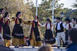 """Am Karneval werden ein Theater (""""Methenitische Hochzeit"""") und Tänze vorgeführt. (c) Tobias Schorr"""