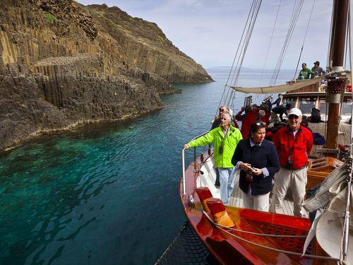 Eine Bootsfahrt ist der Höhepunkt der Milosreisen (c) Tobias Schorr