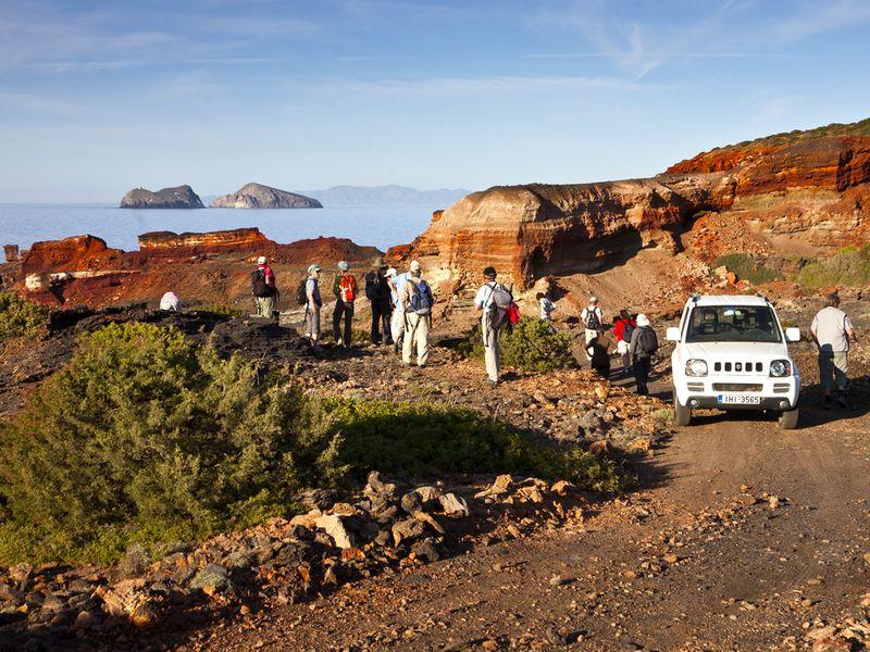 Viele interessanten Orte auf Milos sind NUR mit dem 4x4-Jeep zu erreichen! Mit dem normalen Mietwagen ist das fahrlässig!