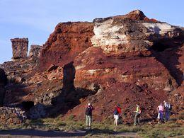 Die durch Eisensalze rot gefärbten Erzschichten im Bergwerk Vani (C) Tobias Schorr