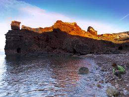 Letzte Sonnenstrahlen lassen die Felsen des Bergwerks erglühen (c) Tobias Schorr