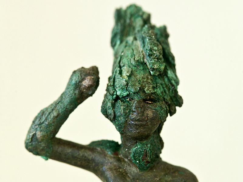 Ein prähistorischer Krieger aus Bronze von der Insel Milos (c) Tobias Schorr