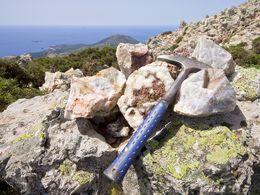 Quarz von den Golderzgängen am Chontrovouno auf Milos. (c) Tobias Schorr