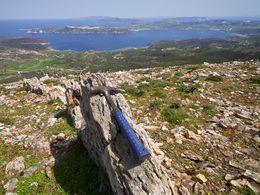 Tektonische Spalte, die mit Quarz und Baryt gefüllt ist. Chontrovouno/Milos. (c) Tobias Schorr