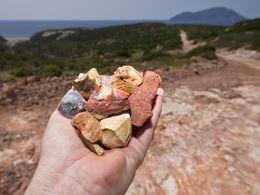 Opal aus ehmaligen Geysiren, die es auf West-Milos vor ca. 1-2 Milionen Jahren gab. (c) Tobias Schorr