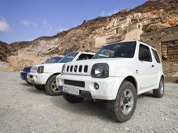 Jeeps am Schwefelbergwerk auf Milos