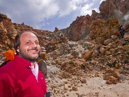 Unser Partner auf Milos, Leonidas Fotinos, begleitete uns zu den Fumarolen von Kalamos. (c) Tobias Schorr