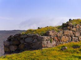 Die Mauer der prähistorischen Siedlung Phylakopi auf Milos. (c) Tobias Schorr