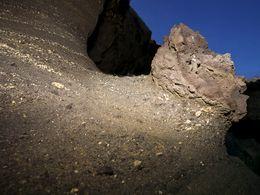 Reste von Bimsbrocken in den pyroklastischen Schichten gigantischer Vulkanausbrüche. (c) Tobias Schorr