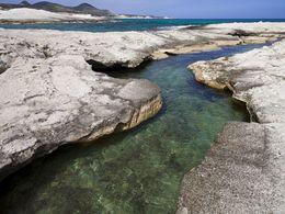 Kleiner Fjord, der sich in die vulkanischen Ascheschichten eingegraben hat. (c) Tobias Schorr
