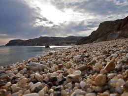 Der Strand von Paliochori mit seinen Quarzkieseln. (c) Tobias Schorr
