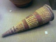 Längliche Vase aus Akrotiri