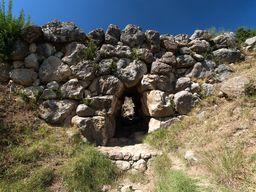 Eine über 3400 Jahre alte, mykenische Brücke bei Arkadiko. (c) Tobias Schorr
