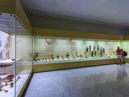 Die Vitrinen im Museum von Mykene