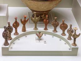 Typische mykenische Götteridole, die in Heiligtümern geopfert wurden