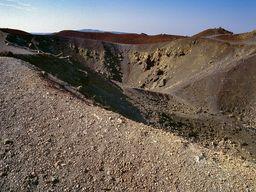 Die Georgios-Krater auf Nea Kameni/Santorin. (c) Tobias Schorr