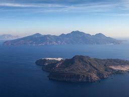 Blick auf die Insel Nisyros beim Anflug auf Kos. (c) Tobias Schorr