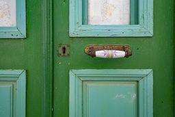 Eine wunderschöne, alte Tür in Mandraki. (c) Tobias Schorr