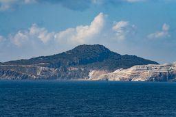Blick auf die Insel Yali und einen kleinen Lavadom. (c) Tobias Schorr