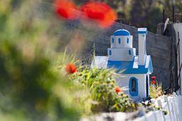 Kleines Kirchenmodell als Andenken an einen Unfall. (c) Tobias Schorr