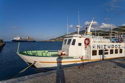 Eines der Schiffe, die Nisyros mit Kos verbinden. (c) Tobias Schorr