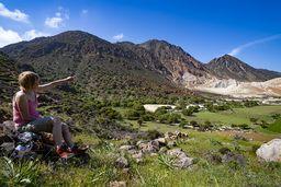 Ein Frühlingsblick in die vulkanische Caldera von Nisyros. (c) Tobias Schorr