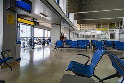 Warten im wenig attraktiven Flughafen von Kos. (c) Tobias Schorr