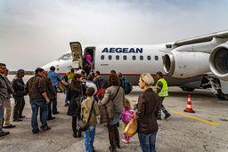 Beim Bording in den Jet nach Athen. Der Flug dauert ca. 45 Minuten. (c) Tobias Schorr