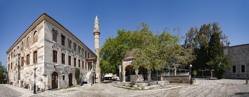 Die türkische Moschee an der Hyppokrates-Platane in Kos. (c) Tobias Schorr