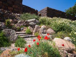 Der neu angelegte Eingangsbereich zur Akropolis Paliokastro. April 2010. (c) Tobias Schorr