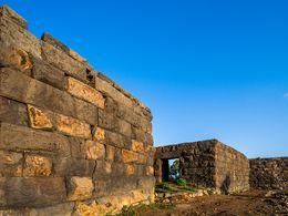 Die beeindruckenden Mauern der Festung auf Nisyros. April 2008. (c) Tobias Schorr