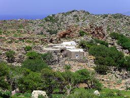 Blick auf das Nymphios-Tal mit dem ehm. Kloster Agios Joannis auf Nisyros. (c) Tobias Schorr, 02.05.2013