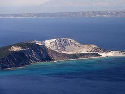Auf der Fahrt kommen wir an der Vulkaninsel Yali vorbei. (c) Tobias Schorr