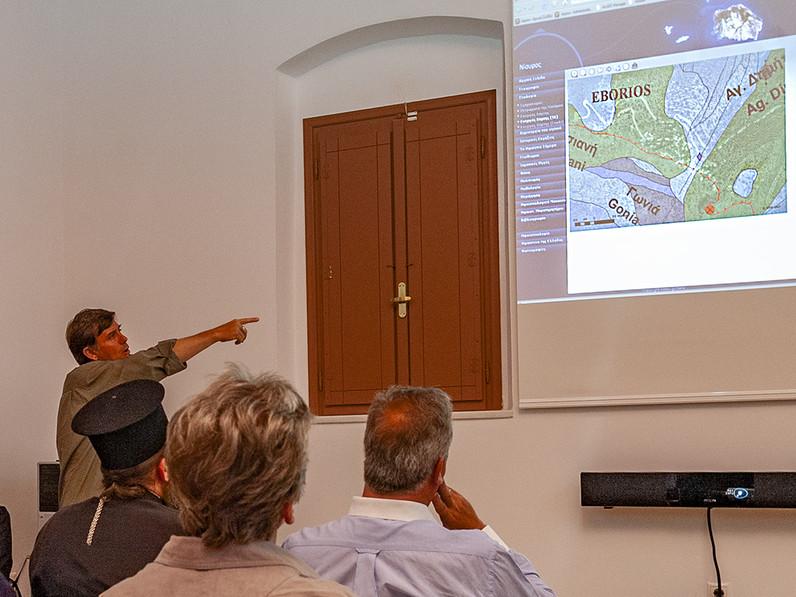 Georgis Vougioukalakis bei der Eröffnung des Vulkanobservatoriums in Emborio/Nisyros. (c) Tobias Schorr 2008