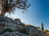 Die antike Stadtmauer von Epidaurus