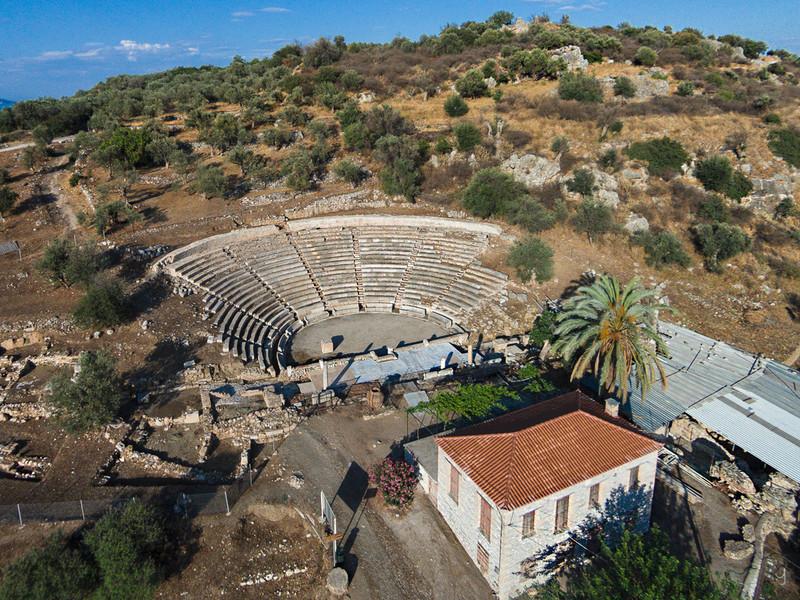 Luftbild des antiken Theaters von Palia Epidavro (c) Tobias Schorr