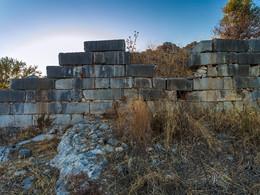 Antike Mauern auf der Halbinsel von Palia Epidavros (c) Tobias Schorr