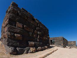 Die vulkanischen Mauern der Festung Paliokastro von Nisyros. 2013. (c) Tobias Schorr