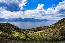 Blick auf das Panagitsa-Tal und die Westküste von Methana. (c) Tobias Schorr