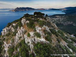 Ein Letzter Blick auf die Ost-Peloponnes mit Methana (vorne: die Festung Pano Fanari)