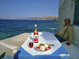 Parthenios Gavalas war ein extrem liebenswürdiger, gastfreundlicher Santoriner, der uns sehr fehlt :-( Es war die schönste Zeit, als er und seine Frau uns unten in der Plaka-Bucht erwarteten. (c) Tobias Schorr, April 1997