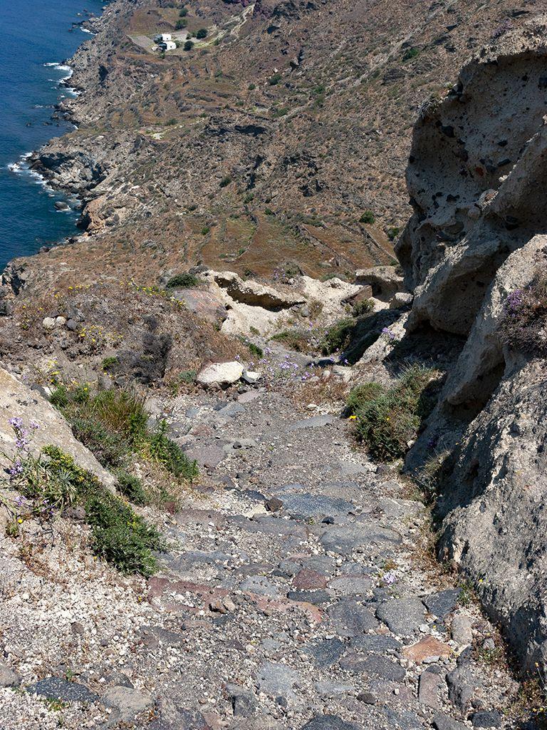 Der Weg in eine der interessantesten Regionen der Caldera Santorins. (c) Tobias Schorr
