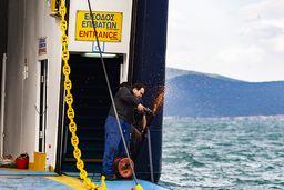Reparaturen am Schiff ohne Vorsichtsmaßnahmen. (c) Tobias Schorr