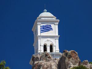 Der Uhrturm auf dem Vulkan Poros