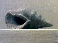 Signalhorn aus Ton in Form einer Schnecke